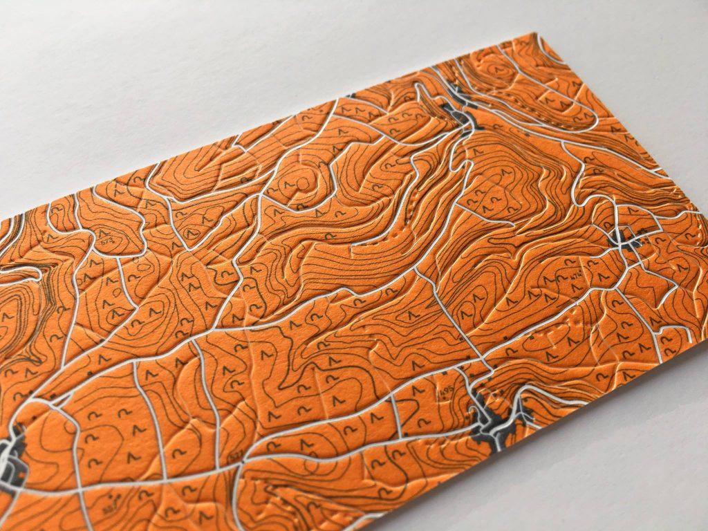 Wir können wir für die Herstellung deiner Druckprodukte auch Unmögliches möglich machen. Deshalb entstehen so einzigartige Stücke gedruckter Kunst mit authentischem Charakter auf schönsten Papieren.